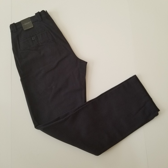 8a16695afed2 NWT Bloomingdale s Men s Navy Pants 34W34L NWT